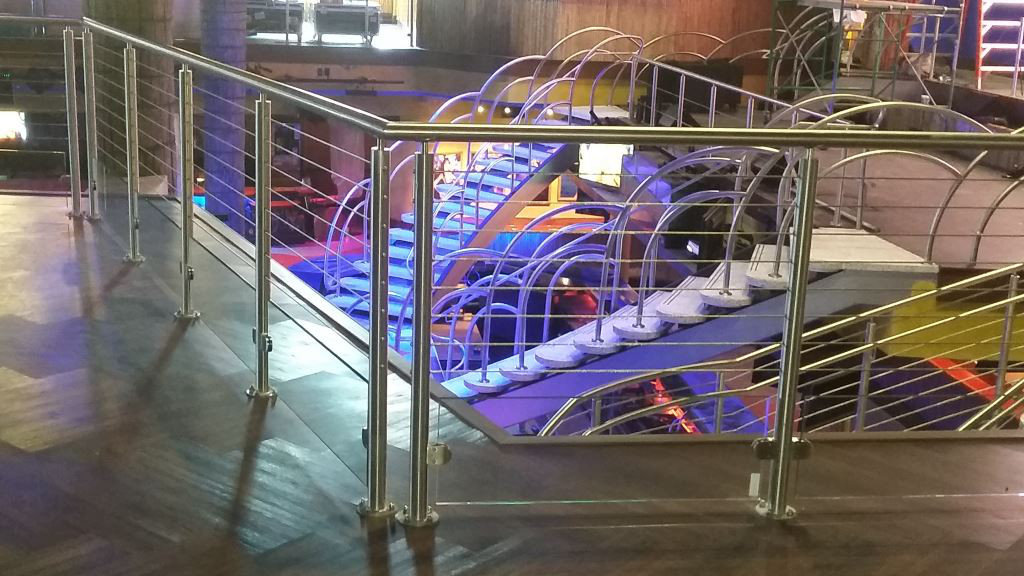 Glass Panel & Stainless Steel Cable Handrail