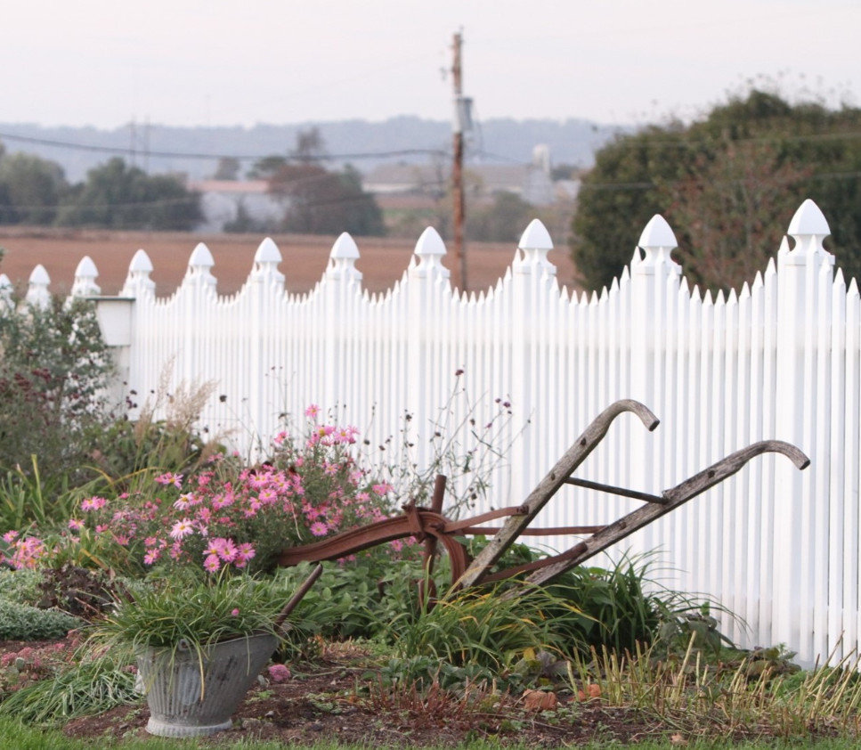 Deluxe Picket Fence