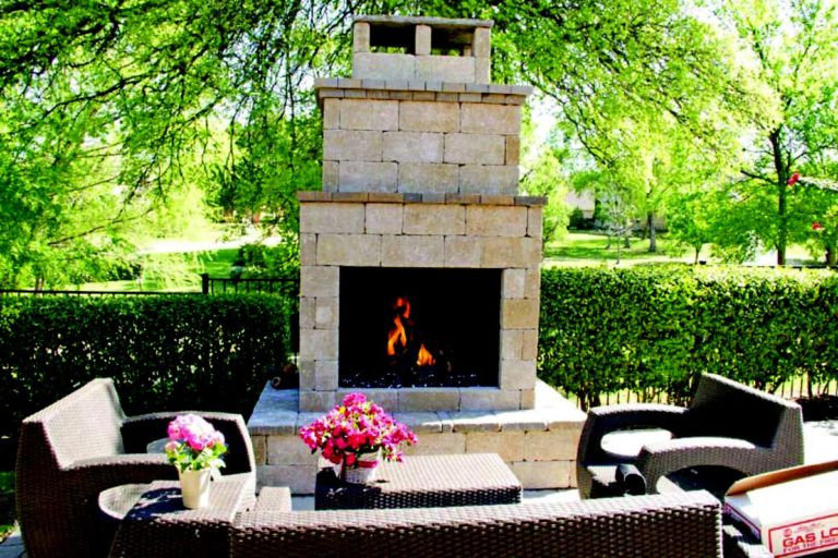 OUTDOOR GAS LOG FIREPLACE