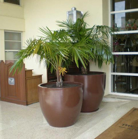 Wannsee Extra Large Round Fiberglass Tapered Planter Pot